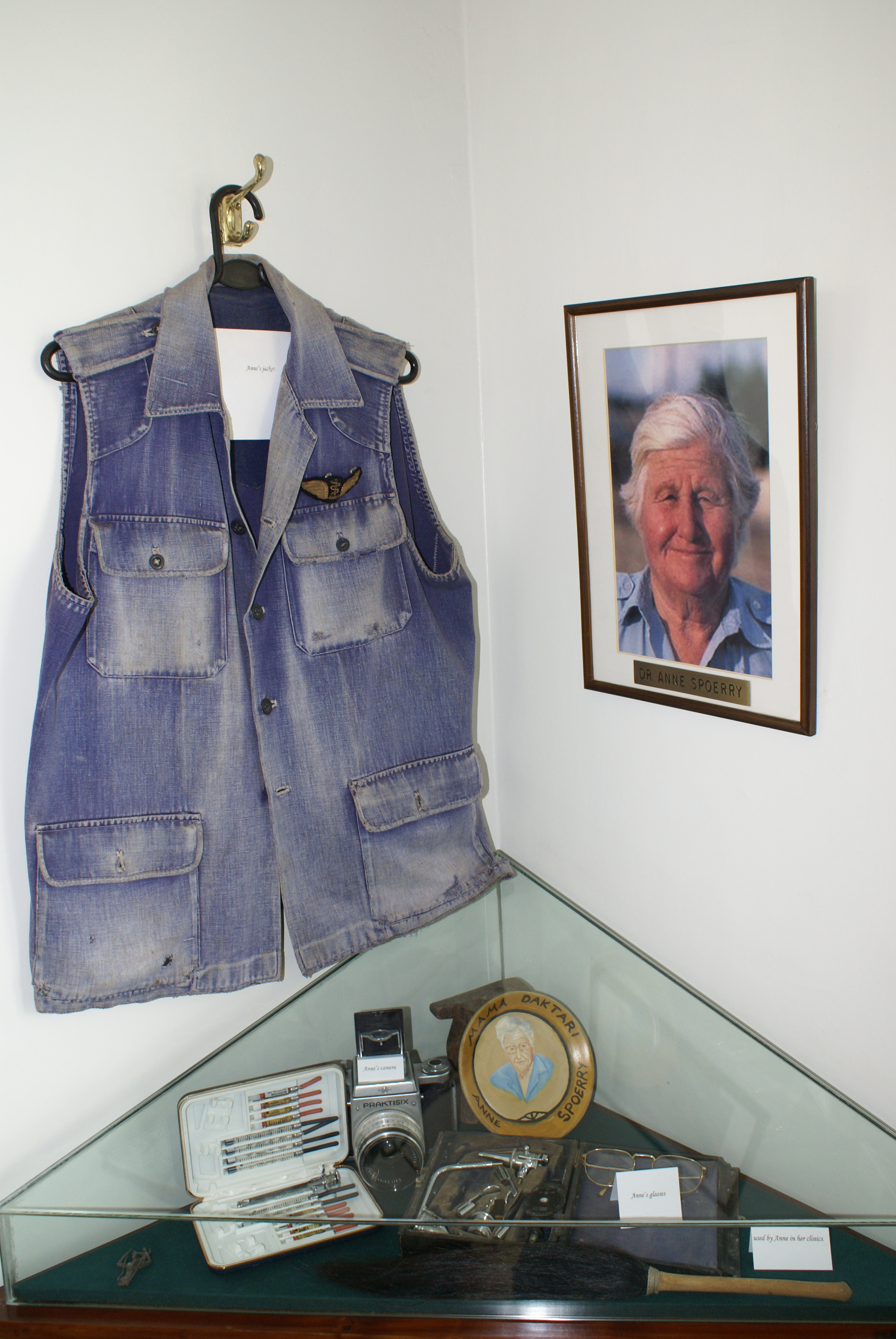 IMG: Memorial to Anne at Flying Doctors Headquarters